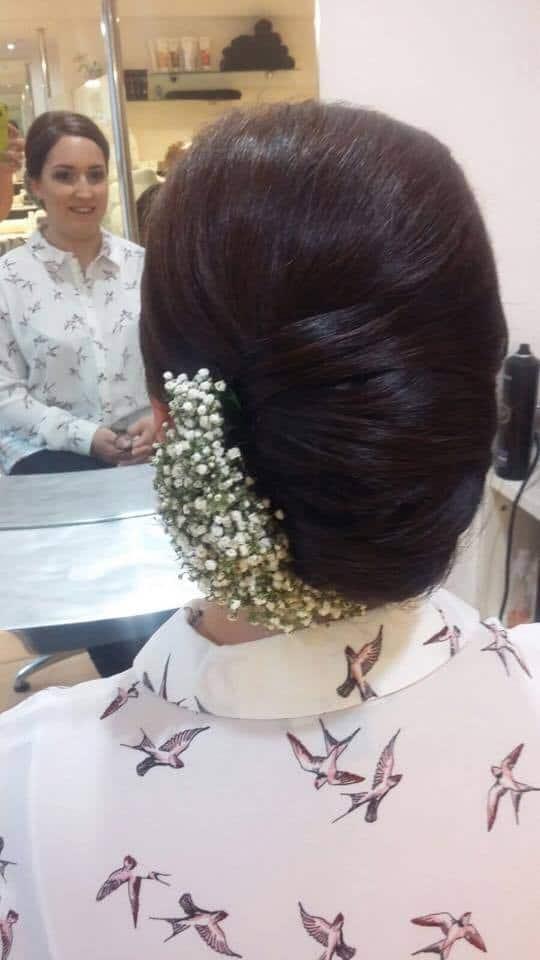 Peinados para novia con flores naturales